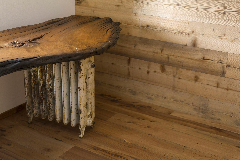 Tavolo in rovere fossile e rivestimento in abete antico di recupero massiccio 1° patina