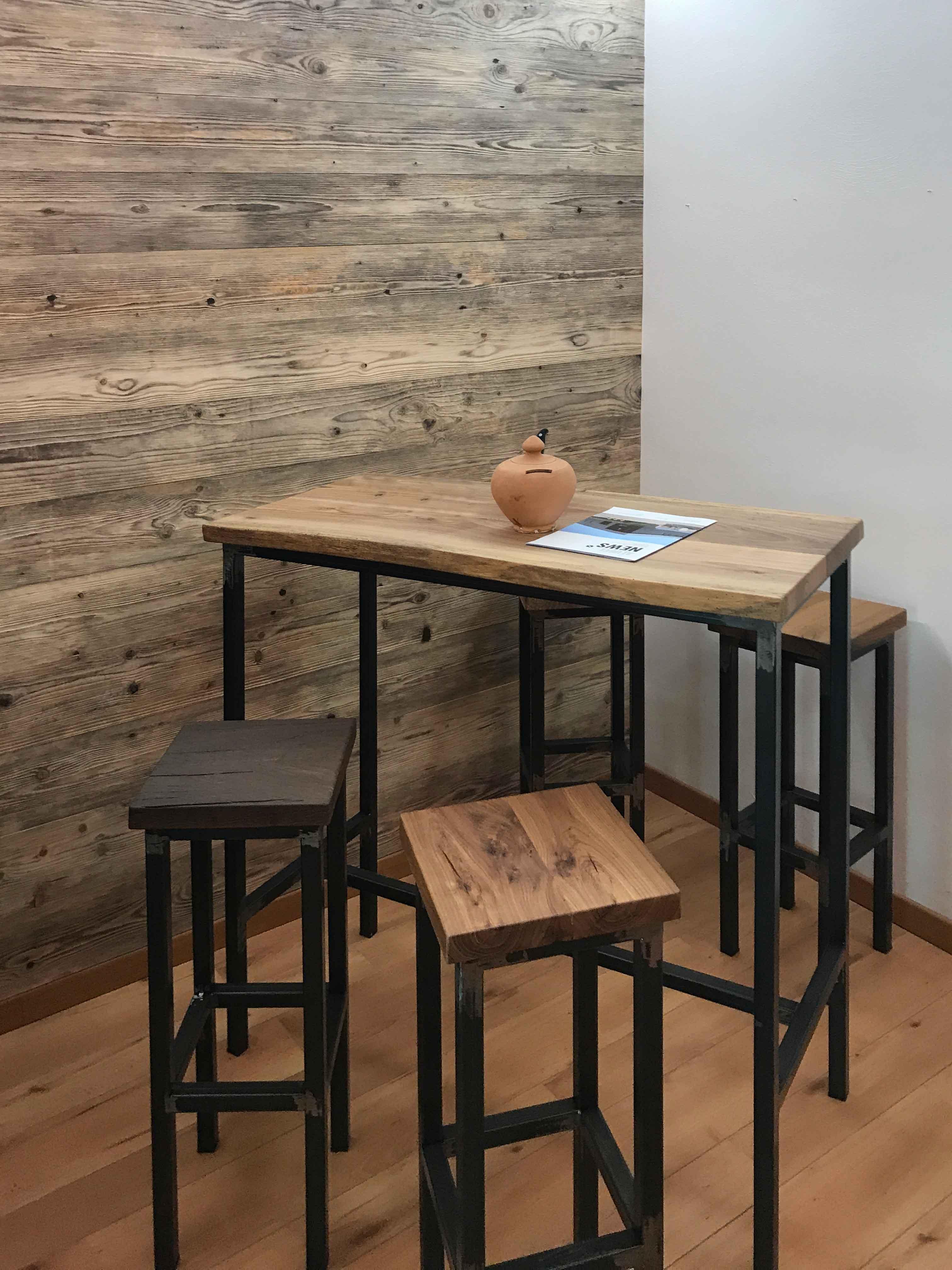 Tavolino in noce antico di recupero 2° patina