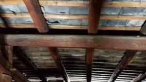 Particolare delle travi in legno antico 300x169 - Particolare delle travi in legno antico