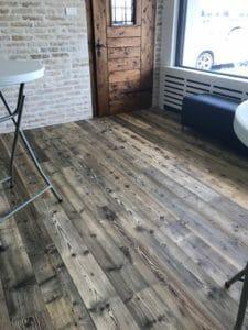 Pavimento e porta in legno antico di recupero 225x300 - Pavimento e porta in legno antico di recupero