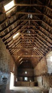 Struttura di un fienile con copertura in legno antico 169x300 - Struttura di un fienile con copertura in legno antico
