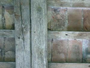 Travi in legno antico prima della sabbiatura 300x225 - SI Exif