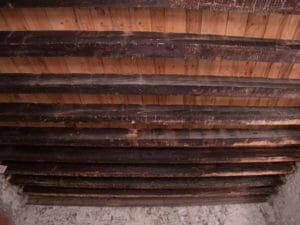 Un solaio di travi in legno antico prima della sabbiatura 300x225 - Un solaio di travi in legno antico prima della sabbiatura
