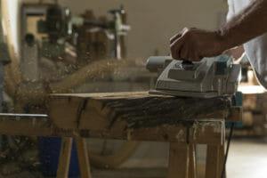 La piallatura viene eseguita con una pialla a filo 300x200 - La piallatura viene eseguita con una pialla a filo