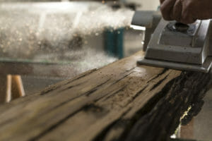 Le tavole di legno di recupero si presentano vissute 300x200 - Le tavole di legno di recupero si presentano vissute